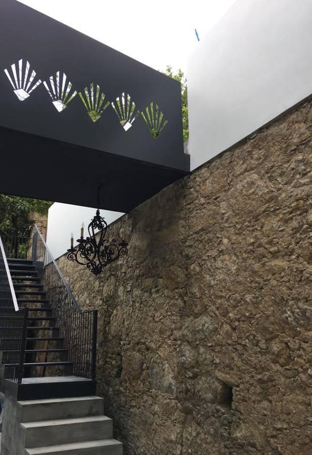 Passadiço e escada exterior