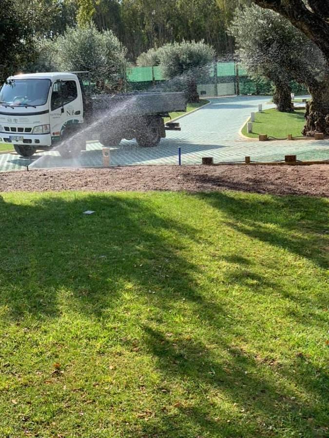 Pavimentação / Instalação de relvado / Sistema de rega automática