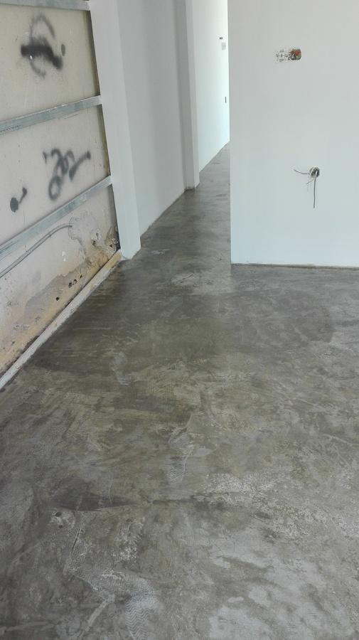Pavimento époxi sobre betão