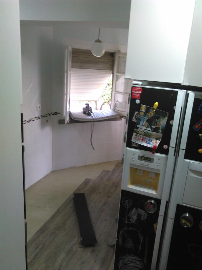 pavimento LVT em cozinha