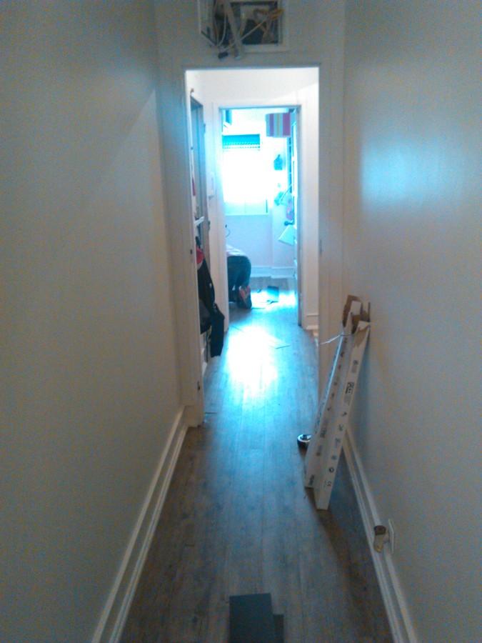 pavimento no corredor de habitação