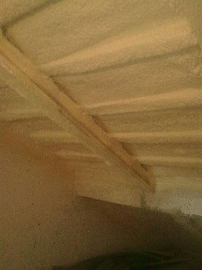 Sotão de habitação isolado com poliuretano