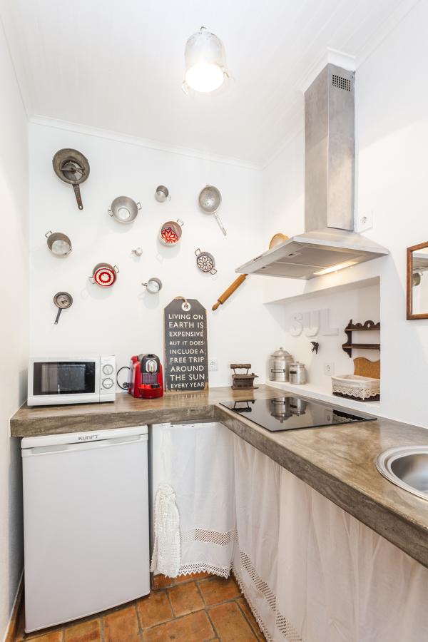 Tachos antigos enfeitam a cozinha
