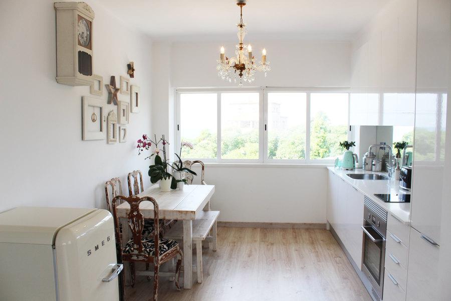 Um smeg pequeno traz modernidade à cozinha