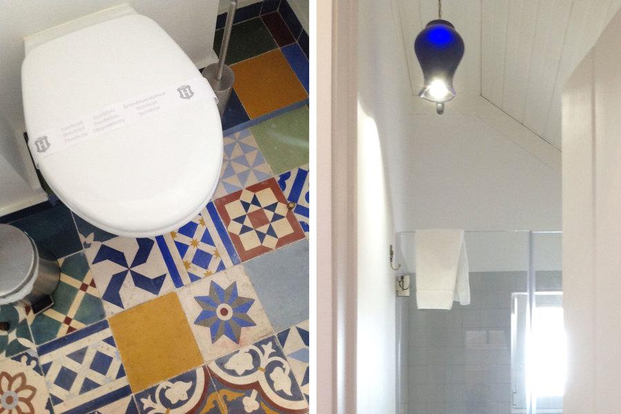 Uma casa de banho em que o candeeiro é um jarro