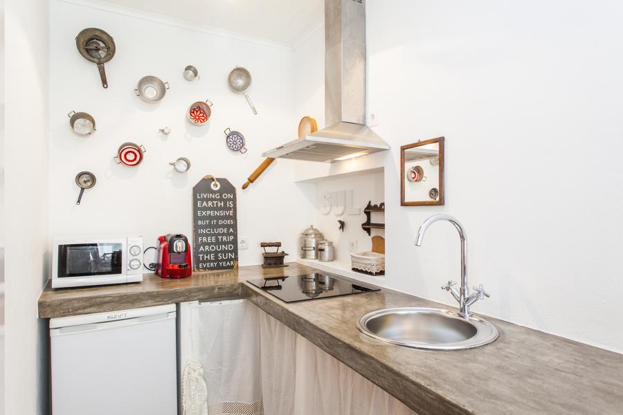 Uma cozinha com cor e história
