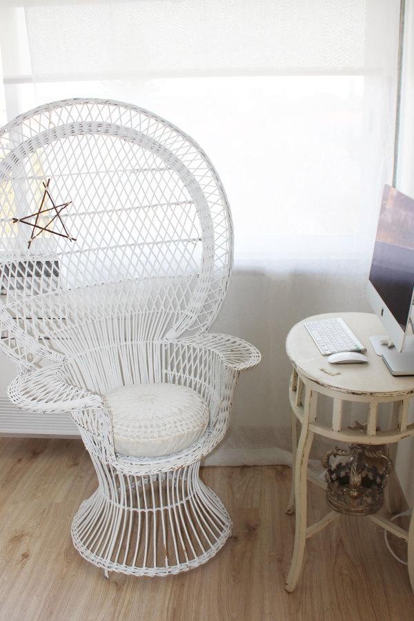 Uma mesa de computador pouco tradicional