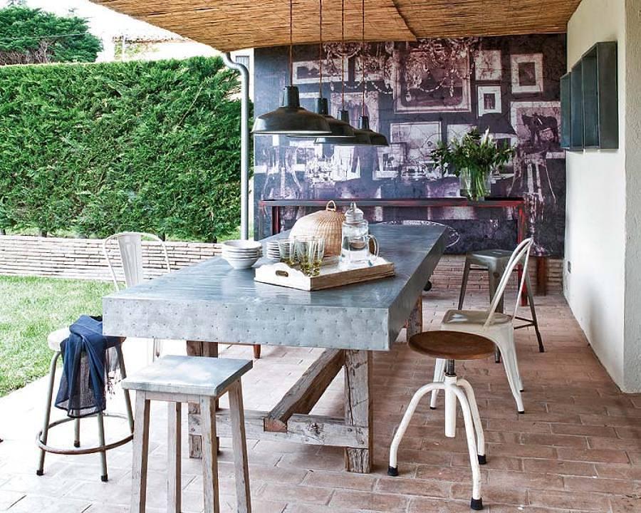 mesa feita de zinco