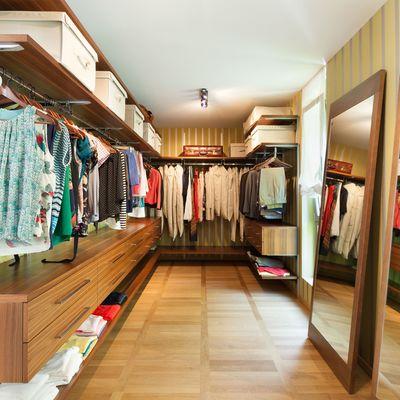 Como fazer com que a roupa de seu guarda-roupa cheire bem
