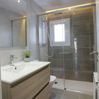 Divisórias de banho: tipos e como limpá-las