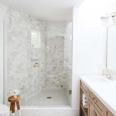 8 razões para trocar a banheira por uma base de duche