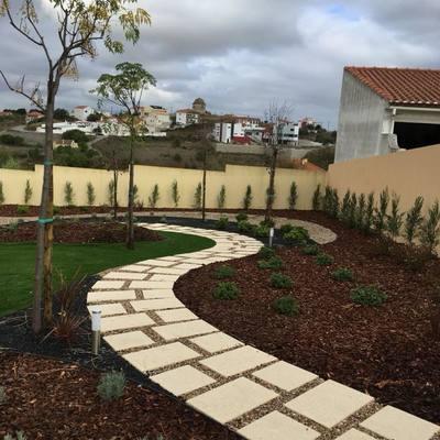 Concepção e Construção de Espaços Verdes em Moradia Unifamiliar, Vila Franca de Xira
