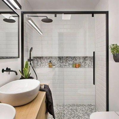 Destaque a zona de banho para uma casa de banho única