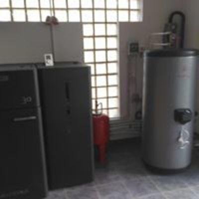 Caldeira a pellets Solzaima para aquecimento central e apoio à águas quentes sanitárias
