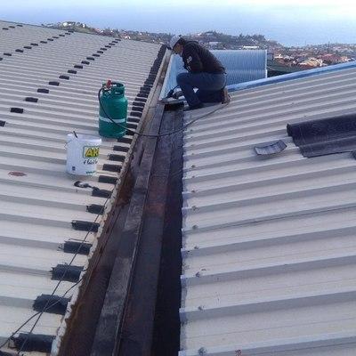 Impermeabilização de caleiras em armazem