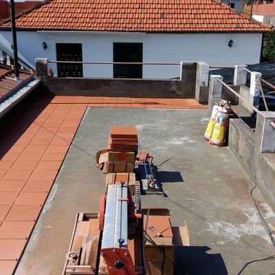 Impermeabilização e colocação de tijoleira