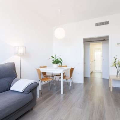 Colocar piso laminado de madeira, numa divisão de 9m²: 300€