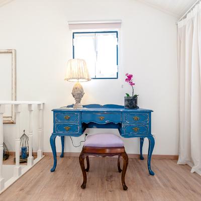 Detalhe do aparador em azulão, a alma deste quarto