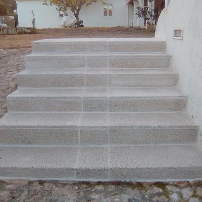 Escadas em marmorite aborjardado