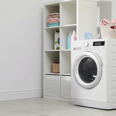 Conselhos e ideias para organizar a sua lavandaria (pequena)
