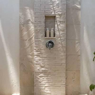 chuveiro exterior na sombra
