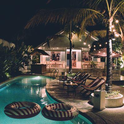 A iluminação perfeita para aproveitar o verão no exterior de casa