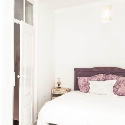 O quarto em tons de lilás