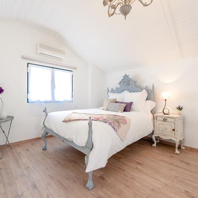 Um apartamento com um toque descontraído de campo em plena cidade