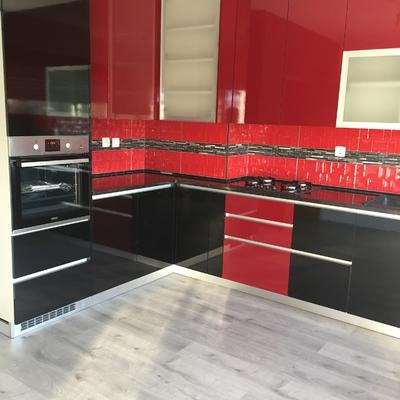 Cozinha termolaminado preto e bordeaux
