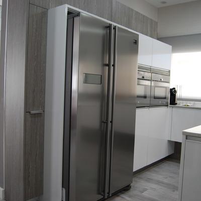 Remodelação de cozinha integrada prioriza a iluminação natural