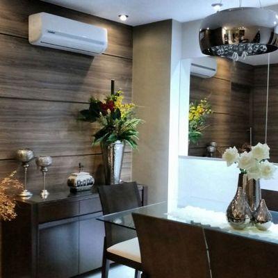 Apartamento tem ambientes integrados com cores relaxantes