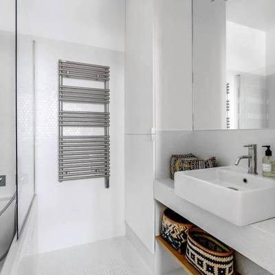 Como sobreviver numa casa de banho sem janelas
