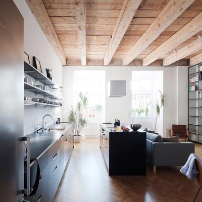 Apartamento com truque: espaço organizado com uma biblioteca móvel