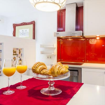 Uma cozinha cheia de cor