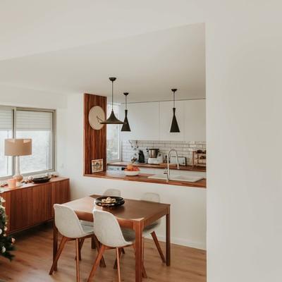 Vista da Sala de Jantar + Cozinha a partir da Sala de Estar
