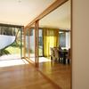 Casa em Almalaguês - corredor, salão e jardim