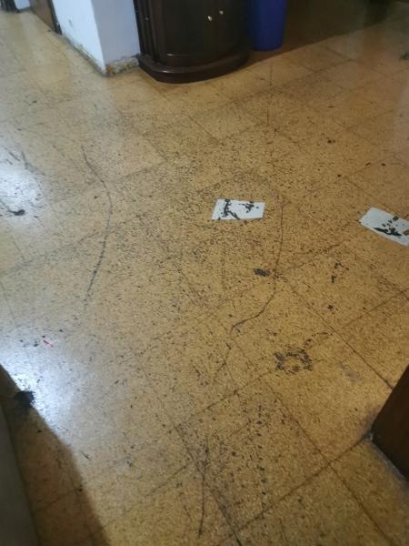 Como posso mudar o chão riscado?