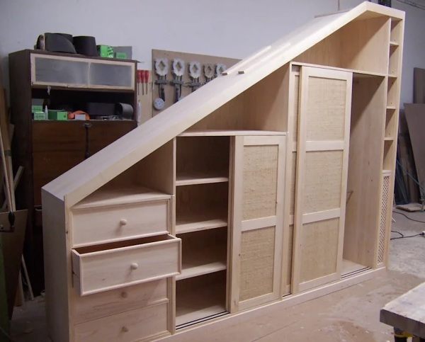 Qual o preço aproximado de um armário angular com gavetas para sótão?