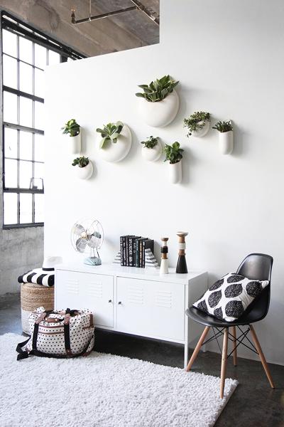 De onde são os vasos de parede desta imagem?