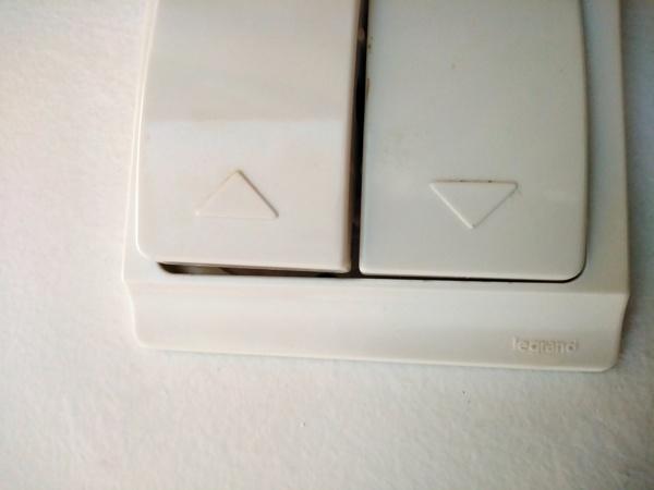 """Onde posso adquirir um interruptor para estore elétrico da marca """"Legrand"""" ou semelhante?"""