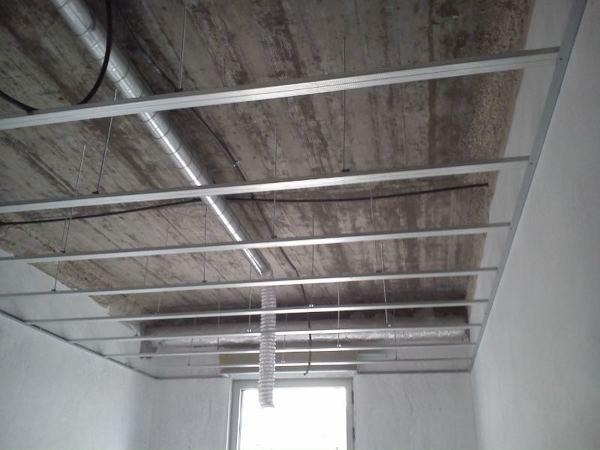 Quanto custa a colocação de um tecto falso em pladur com betume e pintura incluída?