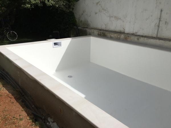 Qual a marca e material desta piscina?