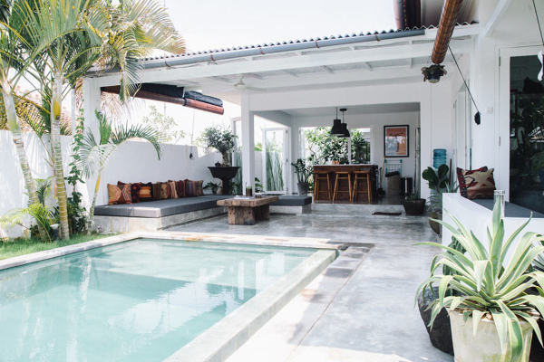 Que tipo de manutenção tem uma piscina de microcimento?