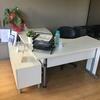 Transformar secretária em balcão de recepção