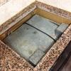 Corte de 2 cm da pedra do balcão para encaixar nova placa