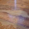 Reparação chão de madeira rasgado num quarto