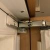 Arranjar ferragens de porta de encastre de frigorífico