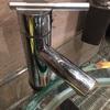 Arranjo/substituição de torneira de lavatório (casa de banho)